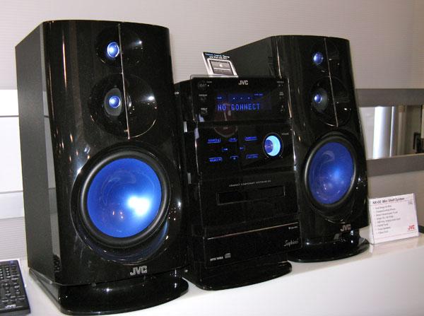 Jvc ecco i sistemi audio per iphone e ipod mostrati al ces2010 - Sistemi audio casa ...