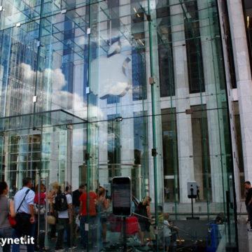 Prosegue l'invasione degli iPhone Giganti: eccoli nell'AppleStore NY 5th ST.