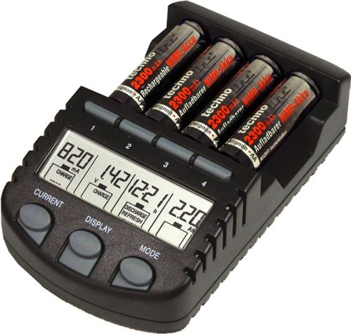 Technoline BC 700, il miglior caricabatterie AA+AAA e 12 batterie Amazon solo 43 euro