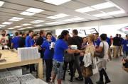 Apple Store il Leone: il tunnel umano dell'inaugurazione e la distribuzione dei gadget