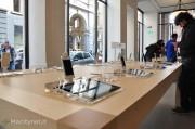 Apple Store Torino: la gente anima lo store