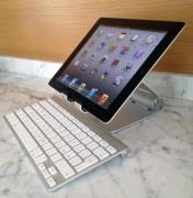Qui abbiamo abbinato iPad 2 ad una tastiera Apple in alluminio (Bluetooth)