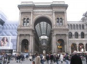 Niente Apple Store in Galleria del Duomo a Milano, l'offerta della Mela battuta alle buste