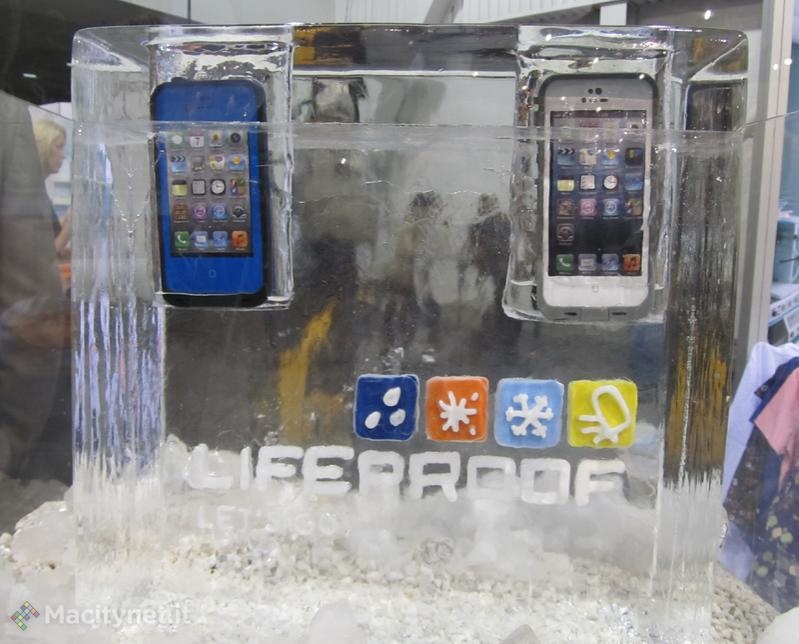 CES 2013: LifeProof presenta la custodia rugged per iPhone 5, una marea di accessori e l'accordo con Belkin