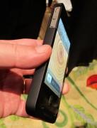 Visto al CES 2012: da Third Rail la custodia iPhone Smart con riserva di energia agganciabile