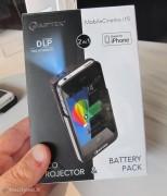 CEBIT 2012: Aiptek, i proiettori tascabili per iPhone che sono anche caricabatterie
