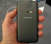 MWC 2012: Samsung Galaxy Beam ecco come funziona lo smartphone con videoproiettore