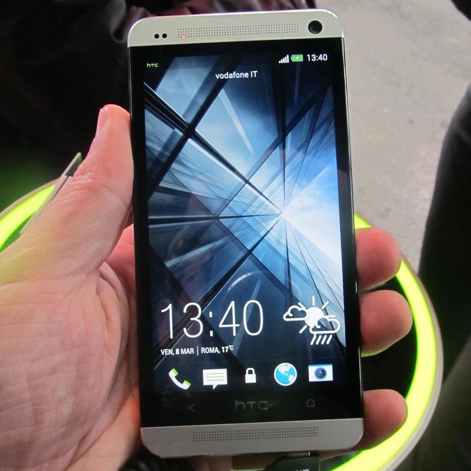 HTC One visto da vicino