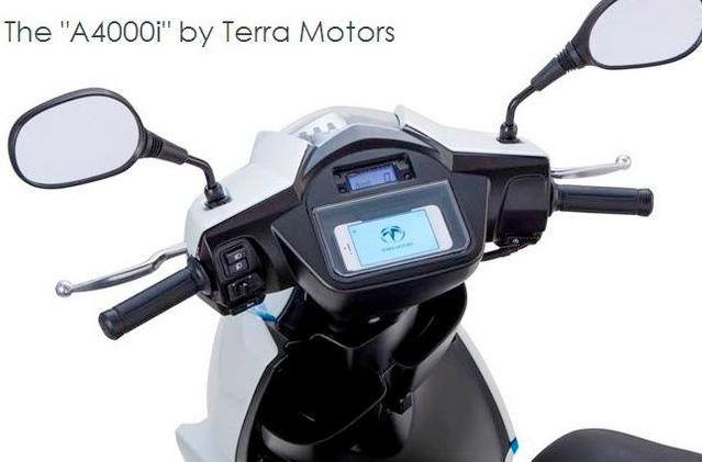 A4000i di Terra Motors, lo smart scooter con il dock iPhone