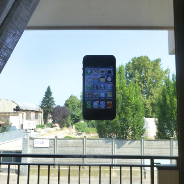 Salutoo Skin, recensione della cover per iPhone che si appiccica (quasi) dappertutto