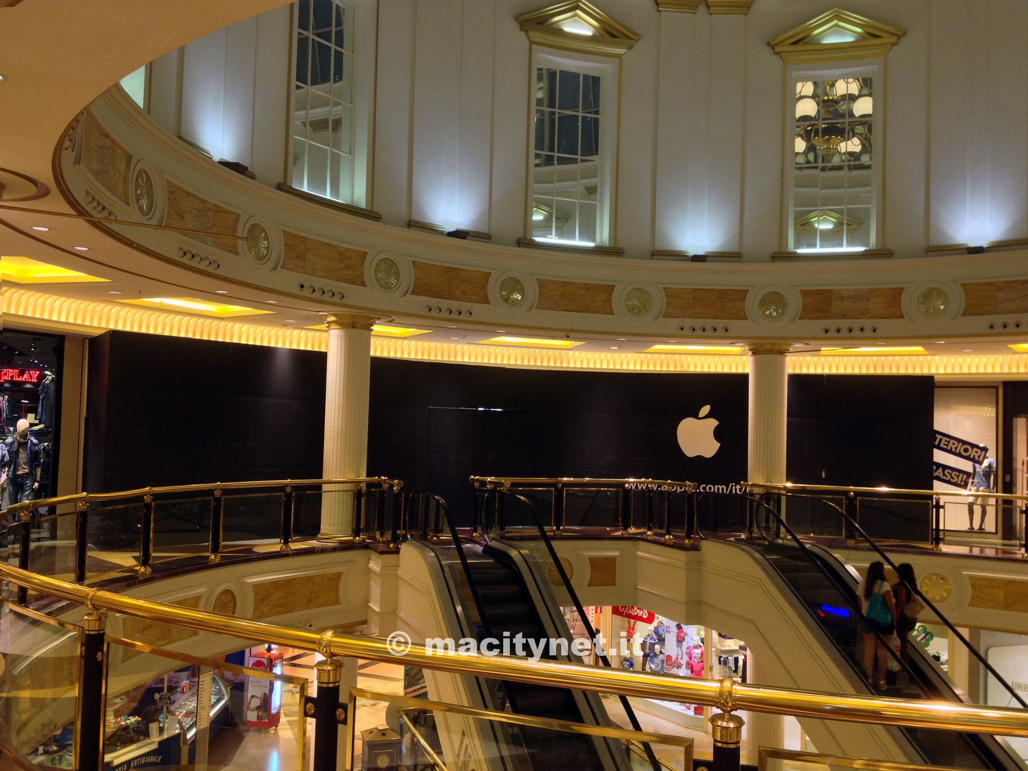 2013 08 28 - Apple Store Euroma 2