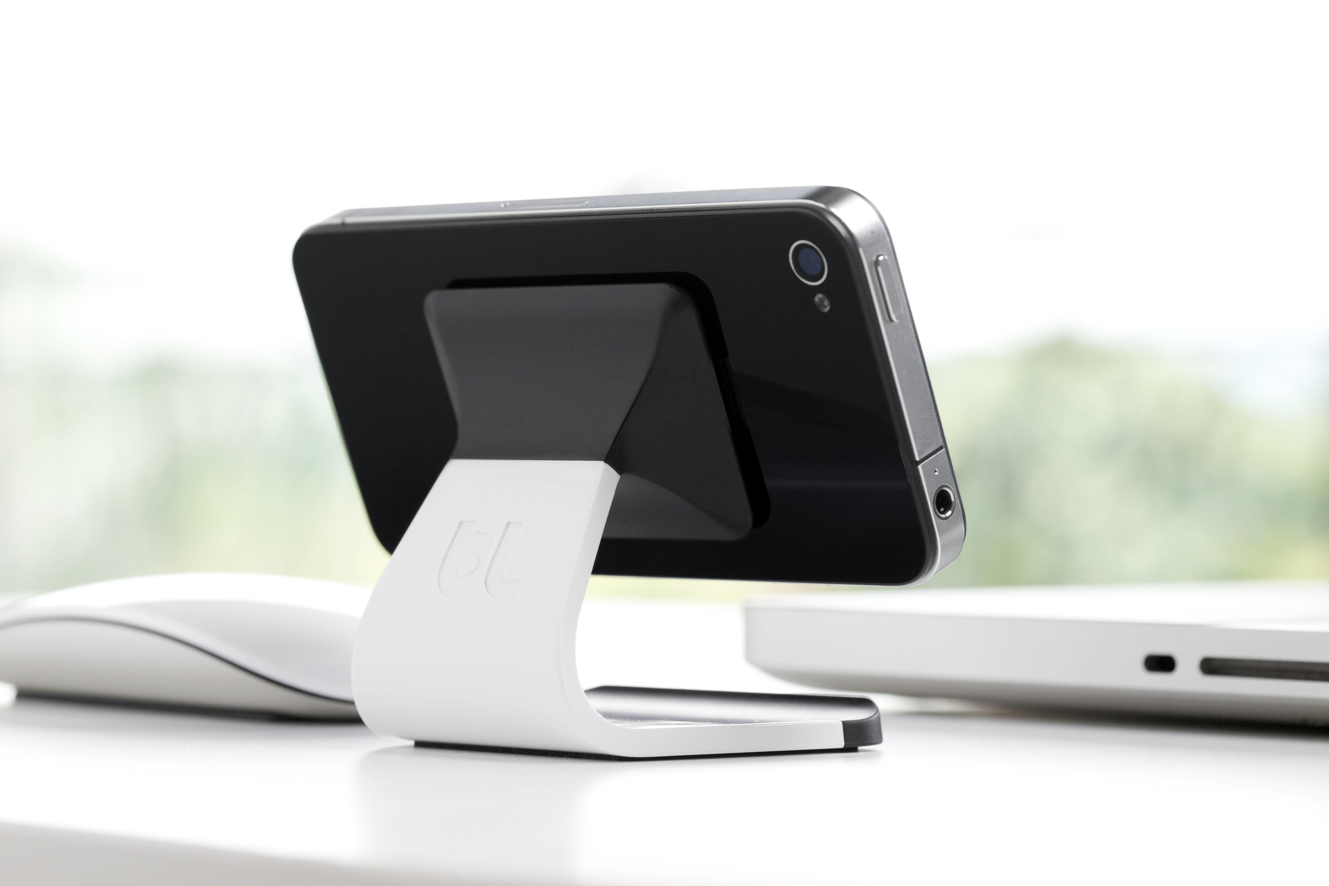 Porta Iphone Da Scrivania.Milo Bluelounge Recensione Dell Elegante Supporto Iphone Macitynet It