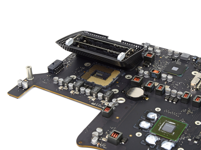 """Sull'iMac da 27"""" la CPU non è saldata, rendendo possibili ipotetici futuri upgrade"""