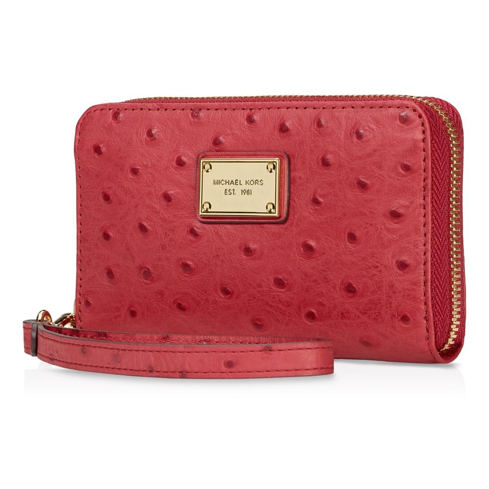 92adf509b7 La Essential Zip Wallet è in vendita in dieci diversi colori e stili; per  le sue caratteristiche rappresenta un eccellente regalo, magari di san  Valentino.