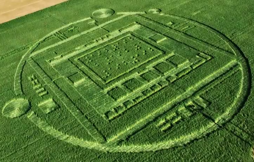 are crop circles a hoax essay In the past, the most ambitious crop circles have attracted tourists from around the world, sparked rumours of aliens and theories of fiendishly difficult mathematical formulas hidden in their meaning most scientists now agree that crop circles are man-made this week one crop circle creator announced he.