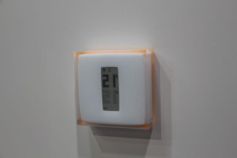Ces 2014 il termostato di netatmo si controlla da for Valvole termostatiche netatmo