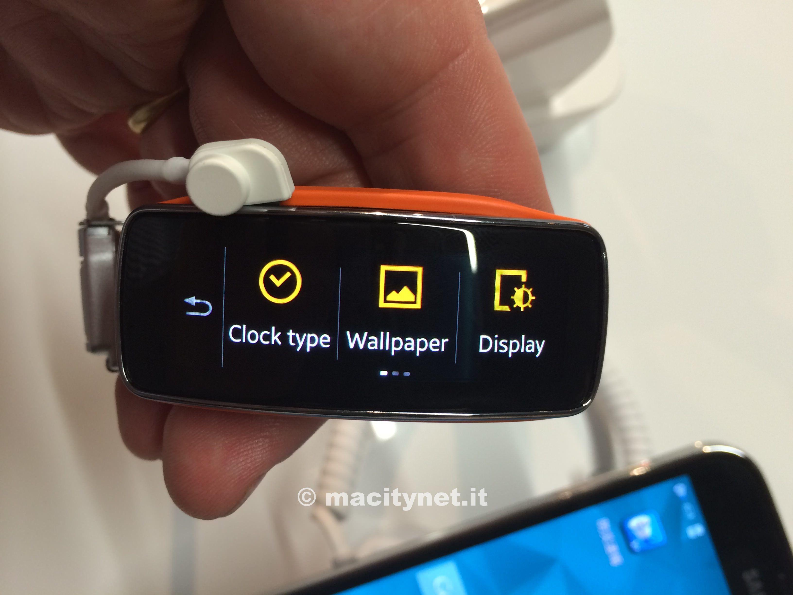 MWC14, Gear Fit, la smartband di Samsung