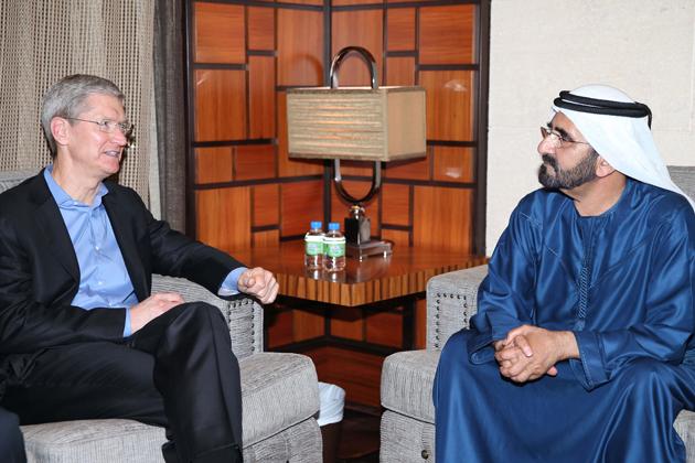 Tim Cook con ilil Primo Ministro Mohammed bin Rashid Al Maktoum,