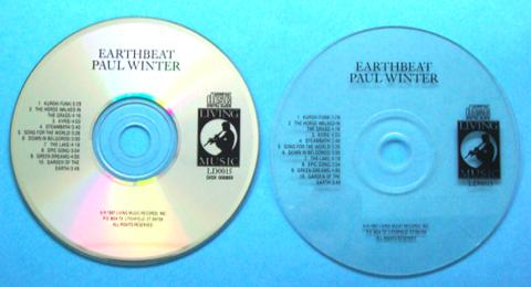 """Due differenti varianti dell'album """"Earthbeat"""" del sassofonista e compositore Paul Winter. Con due apparentemente simili supporti sono stati ottenuti durante i test risultati molto diversi."""