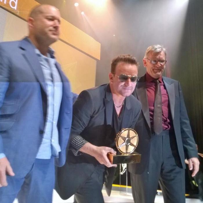 Jony Ive e Bono cannes lions 700