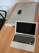 L'unità confrontata con il MacBook Air e l'iPhone