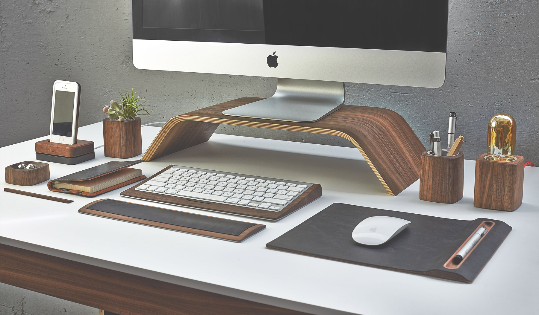 Grovemade gli accessori in legno che migliorano l uso del for Accessori scrivania design