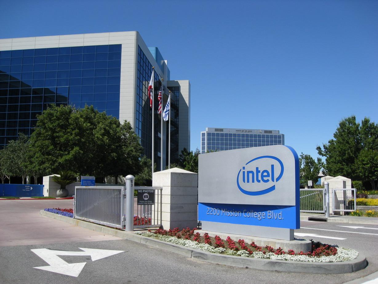 Intel non rispetterà le consegne di chip mobile per il 2014