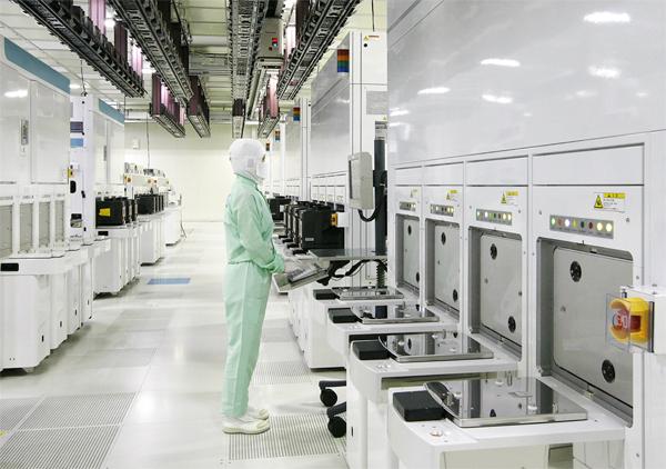 La clean room di Toshiba presso la Fab5