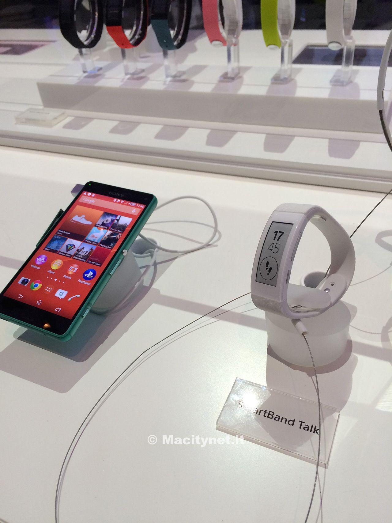 IFA 2014: ufficiale Smartband Talk, il bracciale di Sony per il lifeblogging