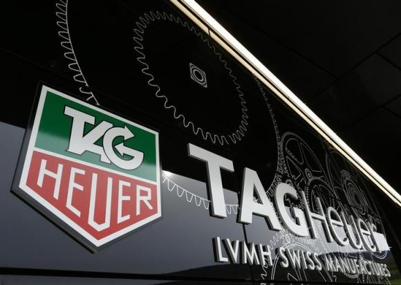 TAG Heuer sfida Apple