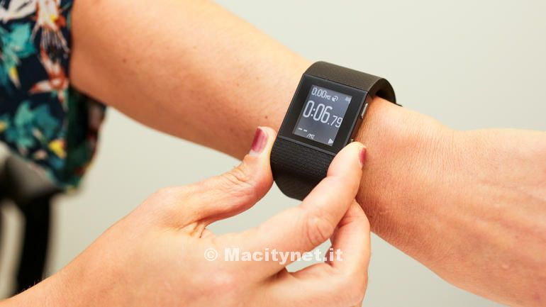 fitbit-charge-hr-surge-product-photos11
