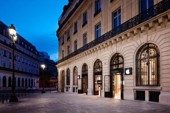 L'Apple Store Opéra al 12 rue Halévy di Parigi