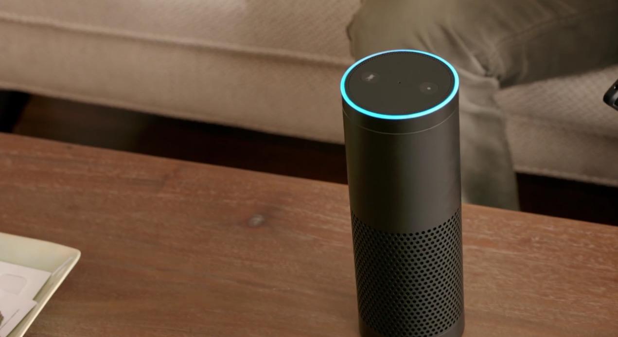 Amazon Echo, l'altoparlante con assistente vocale per la casa: tu chiedi, lui risponde