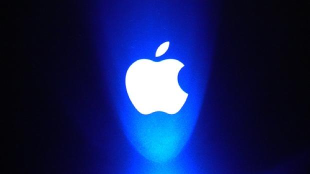 apple logo sfondo blu 620