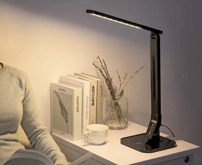 Offerta speciale Amazon: 60 euro per lampada LED con porta di ricarica USB