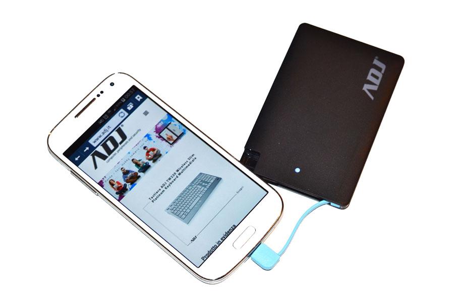 Power Bank Blade, batteria esterna ultrasottile anche per iPhone