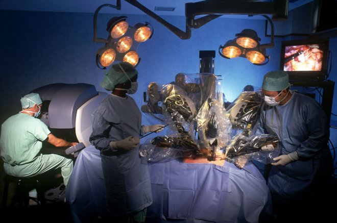 12316-6066-News-Da-Vinci-Surgical-Robot-3-l