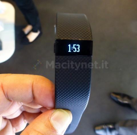 Alcune schermate di Fitbit Charge HR in funzione: qui la visualizzazione dell'ora