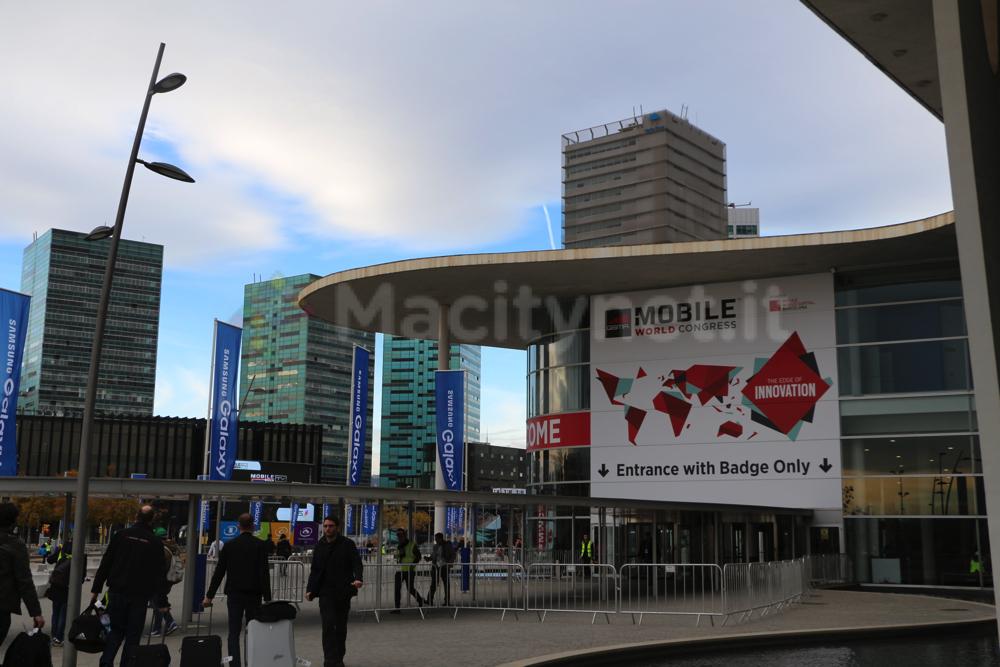 L'ingresso della Fira Gran Via: la decima edizione del Mobile World Congress inizia ufficialmente domani, lunedì 2 marzo