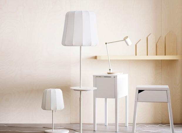 Ikea ricarica wireless presentate tre soluzioni per gli for Scrivania low cost
