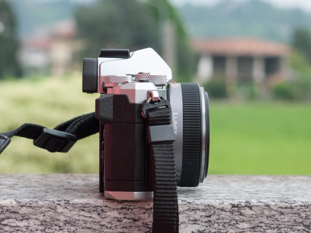 Lo spessore della fotocamera è ridotto e contenuto