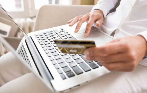 paying-their-credit-cards-680x430