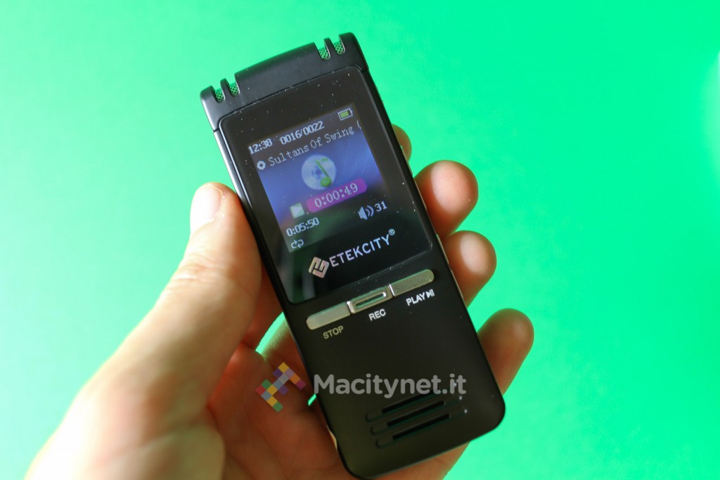 ascoltiamo un po' di musica, d'altronde è anche un lettore MP3