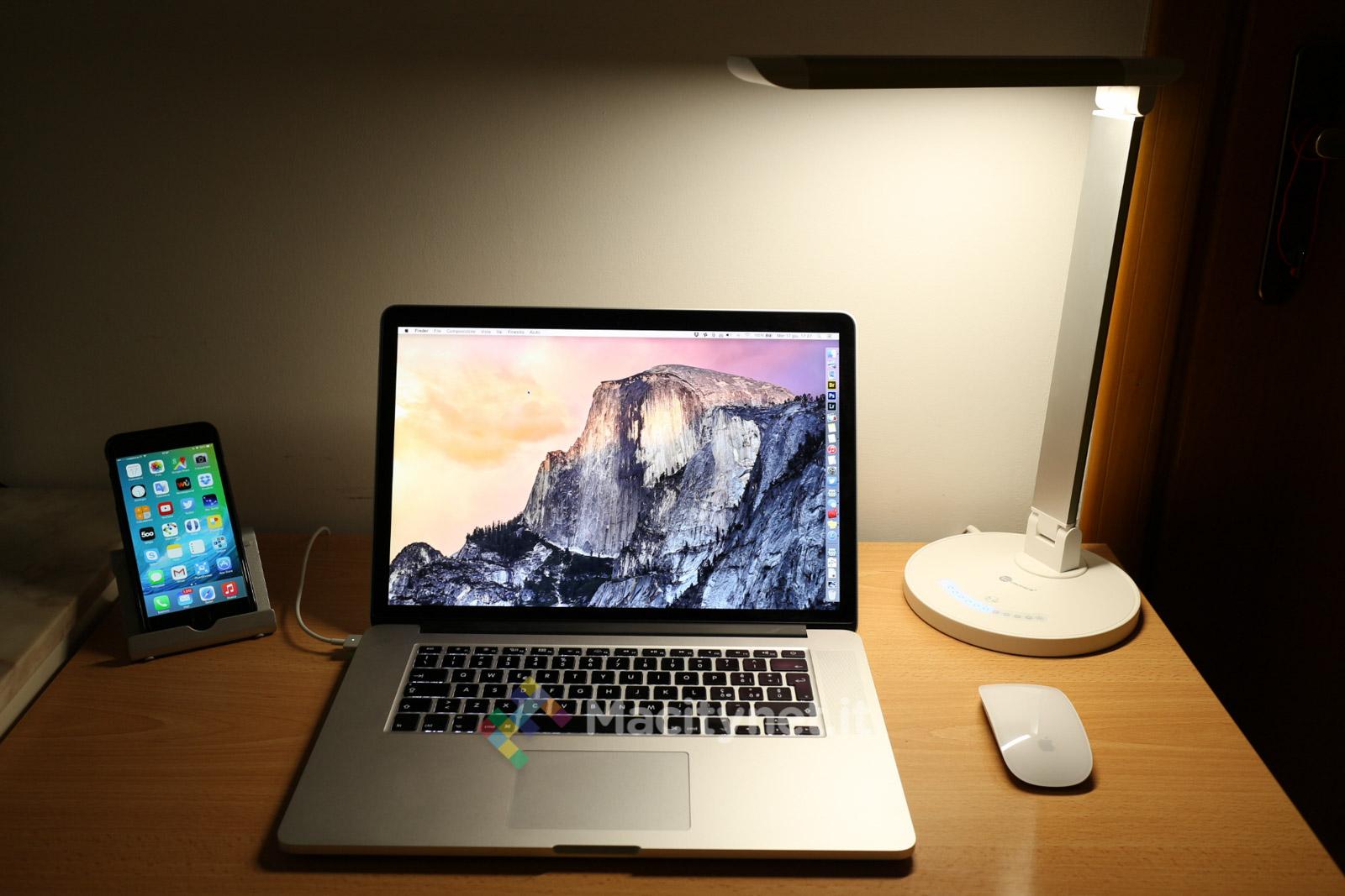 Recensione TaoTronics TT-DL13, la lampada da scrivania amica dell'iPhone