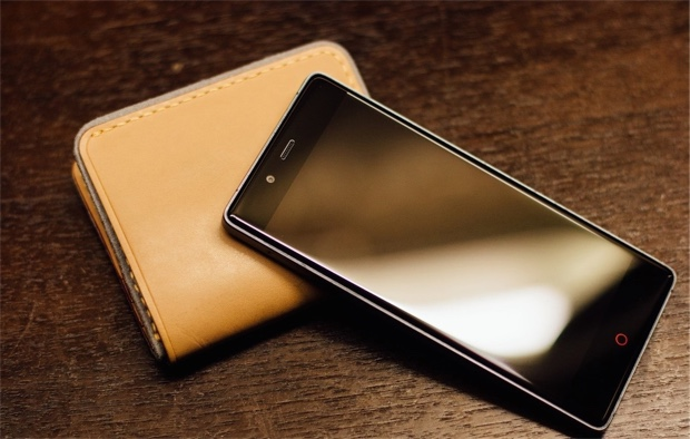 nubia Z9 with wallet