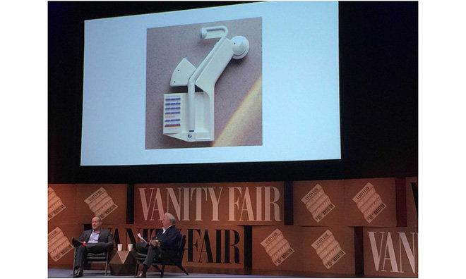 Jony Ive (a sinistra) intervistato da Graydon Carter di Vanity Fair durante il New Establishment Summit del 2014 (Foto: Business Insider).