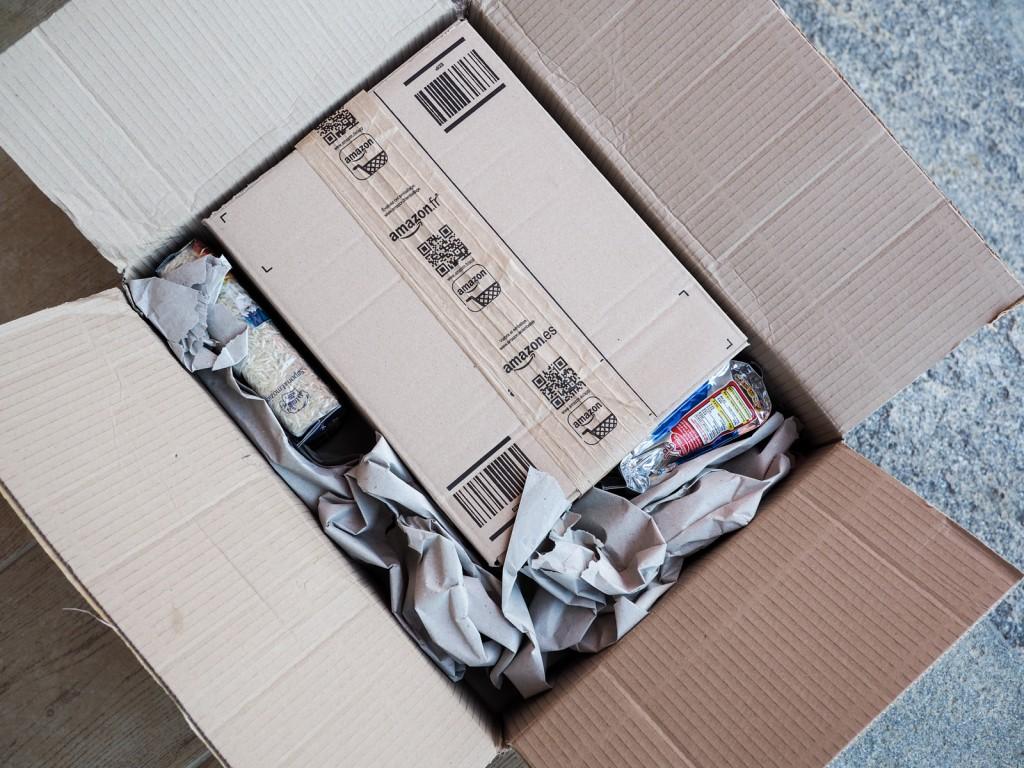 apertura pacco amazon con cibo-5