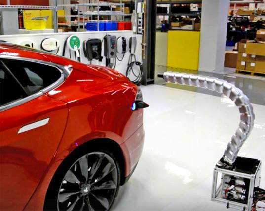 Da Tesla anche il serpente robot che cerca l'auto per ricaricarla