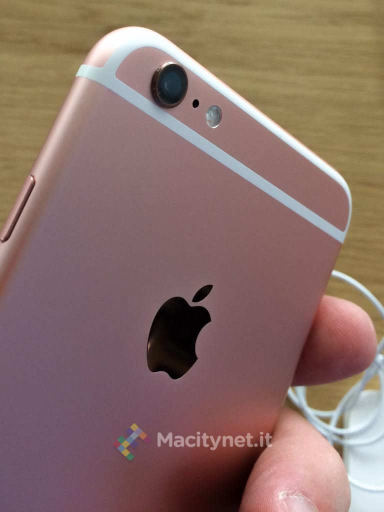 Macitynet 2015 - IMG_9852 iPhone 6s oro-rosa