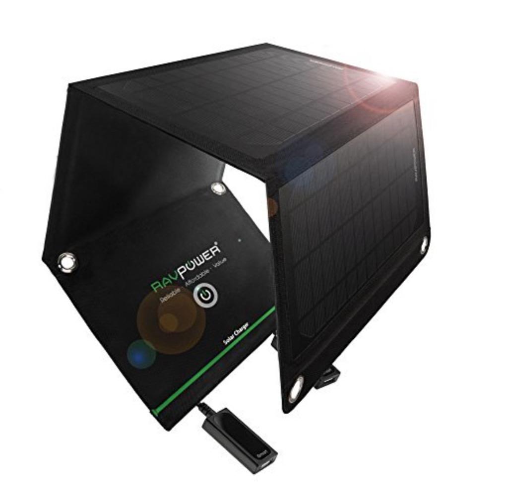 Ricaricate il cellulare col sole: pannello RAVPower da 15W in sconto a 43,99 euro